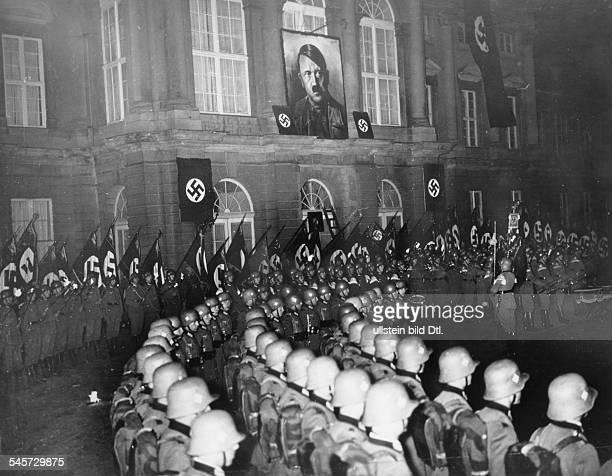 `Neuwahl' des Reichstages nach dermilitärischen Besetzung des Rheinlandes:Am Abend vor der Wahl findet ein grosserZapfenstreich des Regiments...