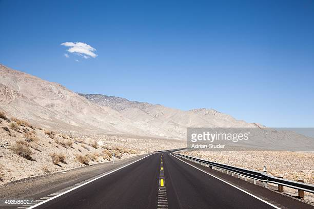 nevada highway - nevada stock-fotos und bilder