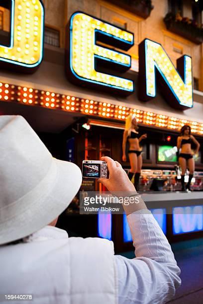 usa, nevada, las vegas, downtown, fremont street - gogo danseuse photos et images de collection