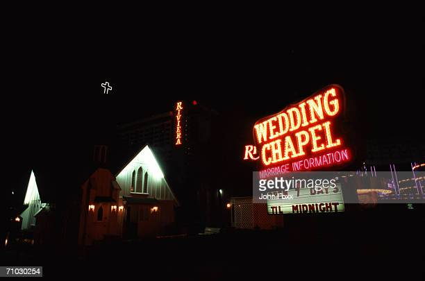 usa, nevada, las vegas, wedding chapel illuminated at night - cappella foto e immagini stock