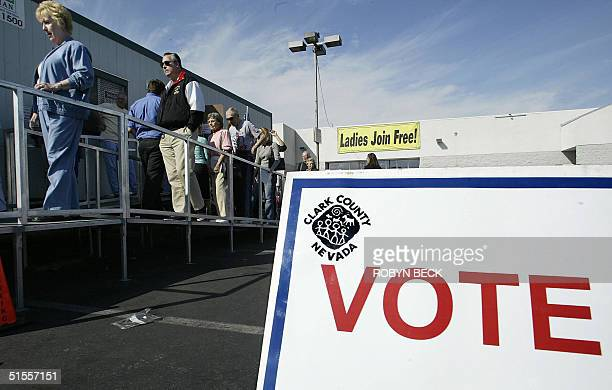 Nevada residents line up to vote for the US presidential election, 24 October 2004 outside a polling state in a shopping mall parking lot in Las...