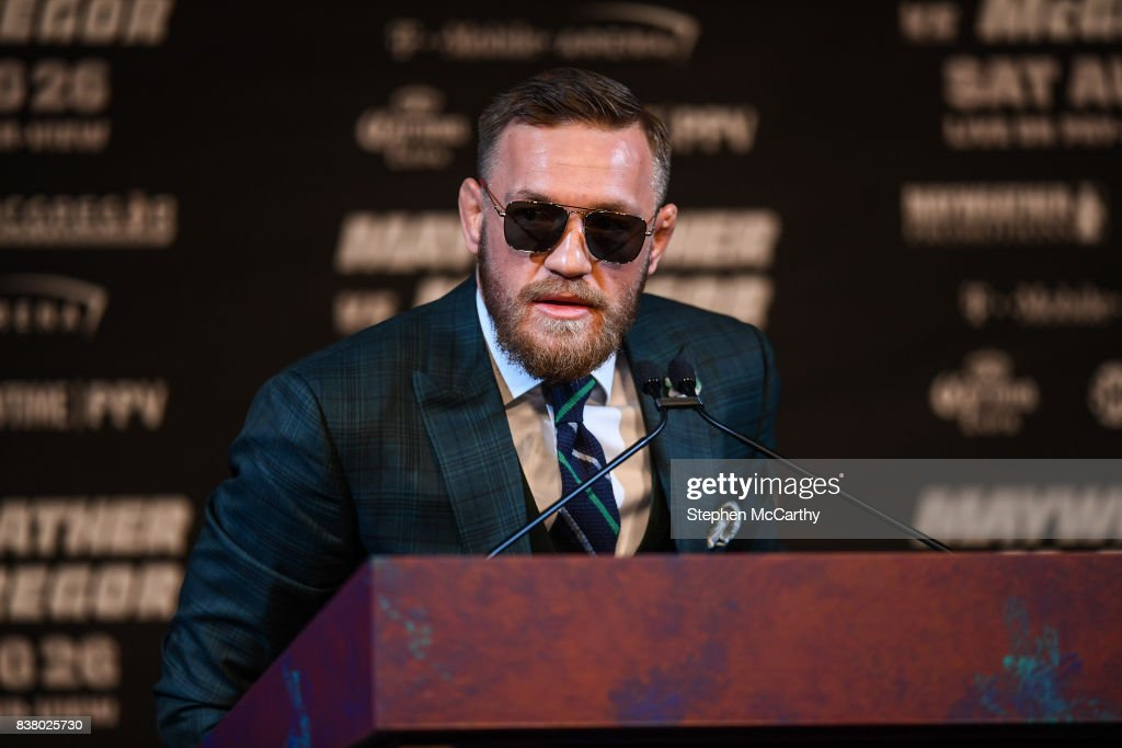 Floyd Mayweather Jr. v Conor McGregor - News Conference : News Photo