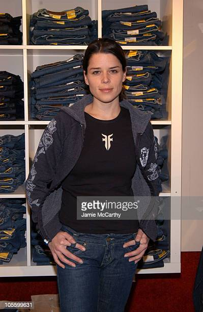 Neve Campbell at Fred Segal Boutique at Village at the Lift