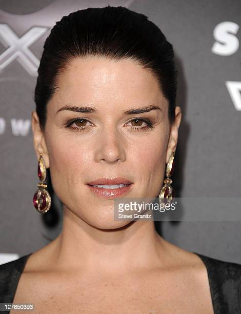 Neve Campbell attends the 'Scre4m' Los Angeles Premiere at Grauman's Chinese Theatre on April 11 2011 in Hollywood California
