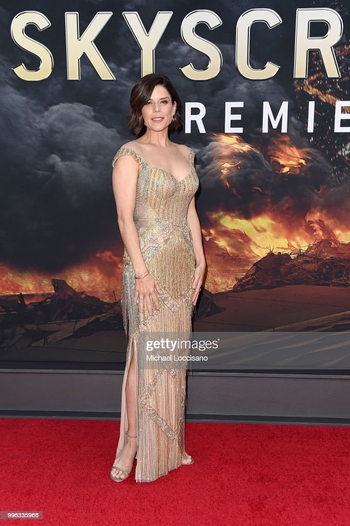 Neve Campbell at the Skyscraper Premiere, New York City
