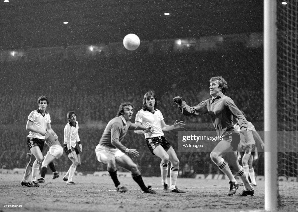 Never mind the snowy weather at Manchester Utd's Old