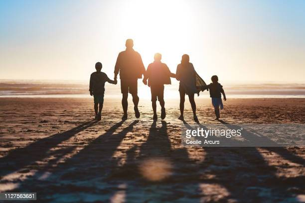 never miss a sunset - sagoma controluce foto e immagini stock