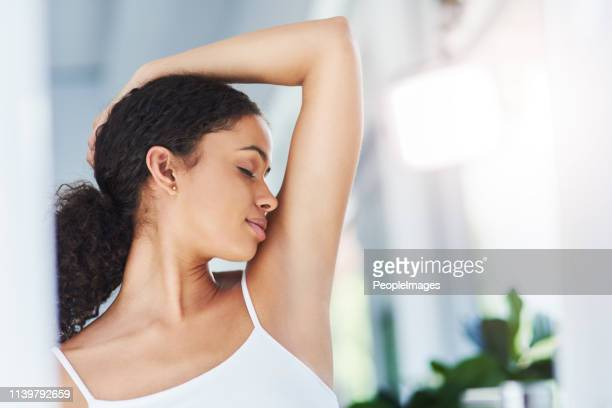 eu nunca tentei um desodorizante que durou tanto tempo - feminidade - fotografias e filmes do acervo