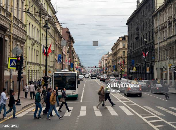 Nevsky Prospekt, St. Petersburg, geschmückt mit Fahnen und Flaggen