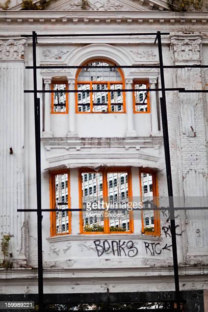 new and historic architecture - merten snijders stockfoto's en -beelden