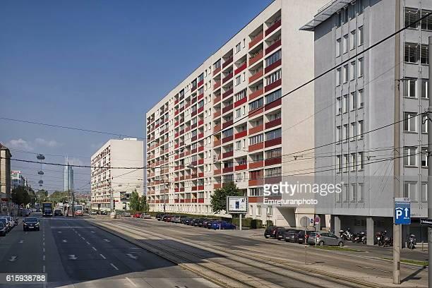 new apartment buildings in vienna - emreturanphoto stock-fotos und bilder