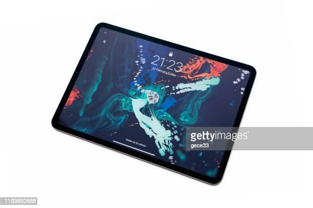 nieuwe apple computers ipad pro tablet - apple computers stockfoto's en -beelden