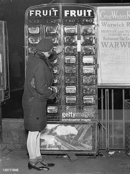 New automatic fruit machine. Paddington station. London. Photograph. Around 1930.