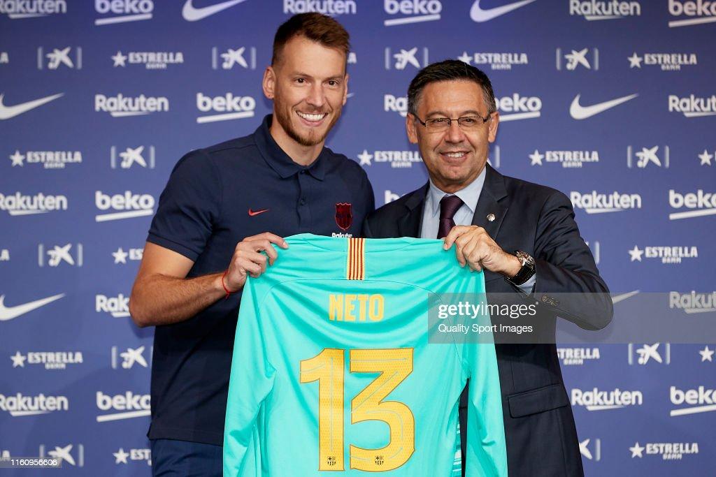 FC Barcelona Unveil New Player Norberto Murara 'Neto' : ニュース写真