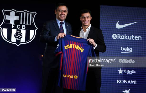 New Barcelona signing Philippe Coutinho and Josep Maria Bartomeu President of Barcelona pose with his shirt at Camp Nou on January 8 2018 in...