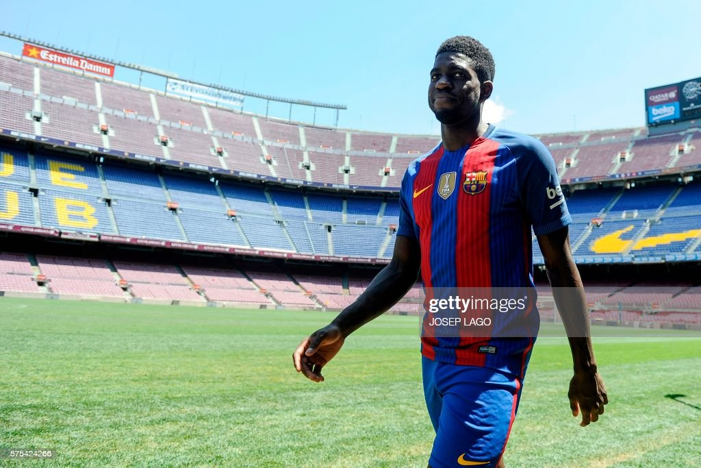 New Barcelona's French defender Samuel Umtiti smiles during his official presentation at the Camp Nou stadium in Barcelona on July 15, 2016, after signing his new contract with the Catalan club. / AFP / JOSEP
