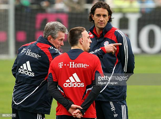 New Bayern Muenchen head coach Jupp Heynckes talks to Franck Ribery and Luca Toni during his first training session on April 28 2009 in Munich...