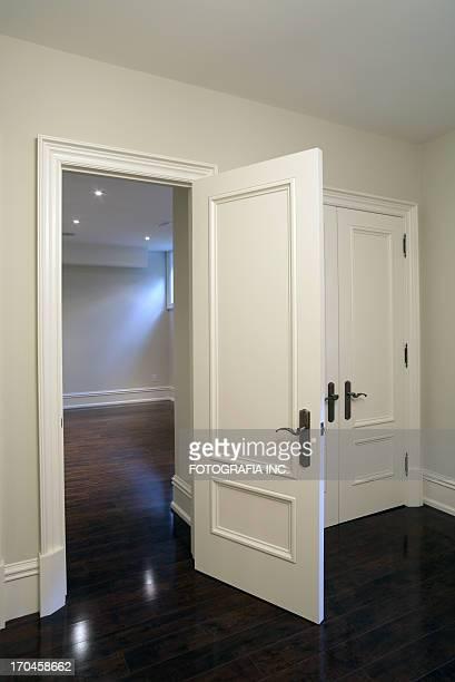 nuova camera da letto - dentro foto e immagini stock