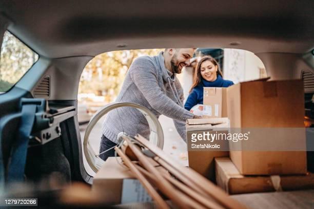 nuevos comienzos - movilidad fotografías e imágenes de stock