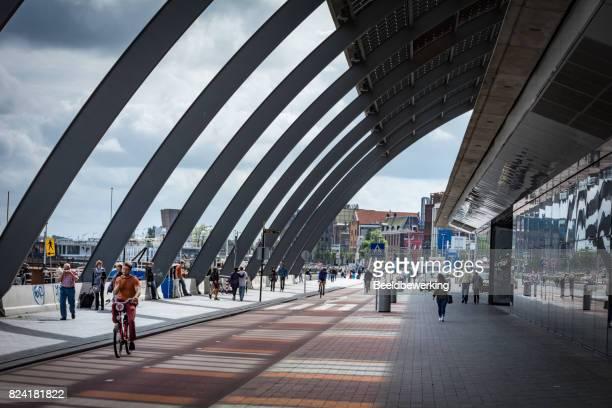 Nieuwe fietsroute achter treinstation amsterdam
