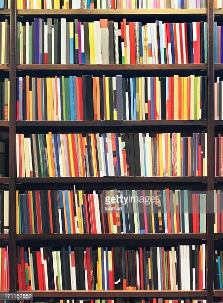 Nouvelles livres dans une librairie
