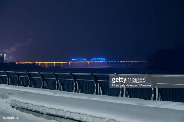 new border crossing into north korea - yalu river stock pictures, royalty-free photos & images
