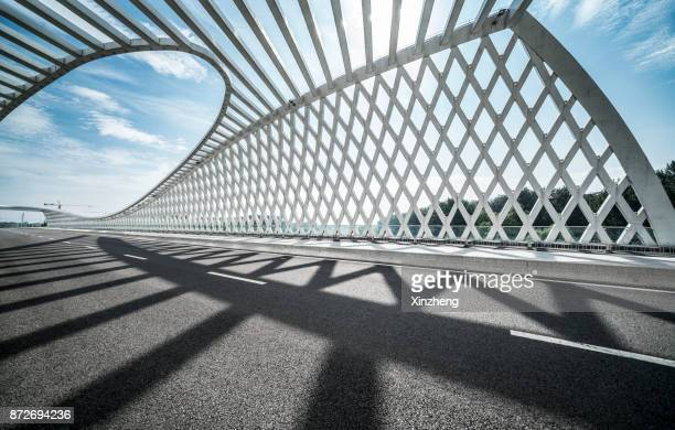 new bridge of wenyu river - boog architectonisch element stockfoto's en -beelden