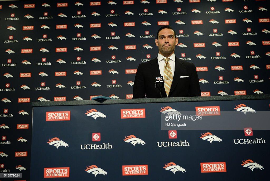 Broncos quarterback Mark Sanchez : News Photo