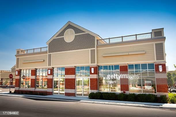 Nouveau bâtiment d'affaires à la location et crédit-bail