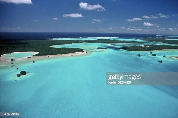 New Caledonia, the lagoon, Isle of Pines. Nouvelle-Calédonie, Le lagon offre par certains endroit toute une palette de bleus-verts turquoises...