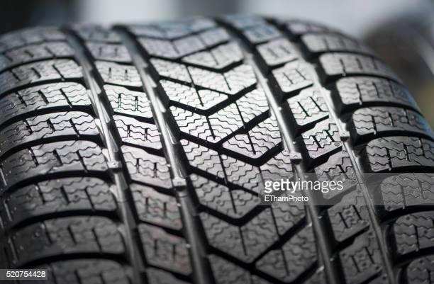 new car winter tire profile - pneu - fotografias e filmes do acervo