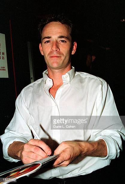 New cast member actor Luke Perry signs autographs after his opening night as Brad in The Rocky Horror Show June 26 2001 at The Circle In The Square...