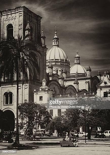 new cathedral of cuenca, ecuador - victor ovies fotografías e imágenes de stock