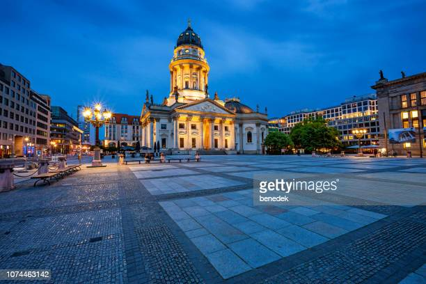 neue kirche deutscher dom on gendarmenmarkt in downtown berlin germany - kirche stock pictures, royalty-free photos & images
