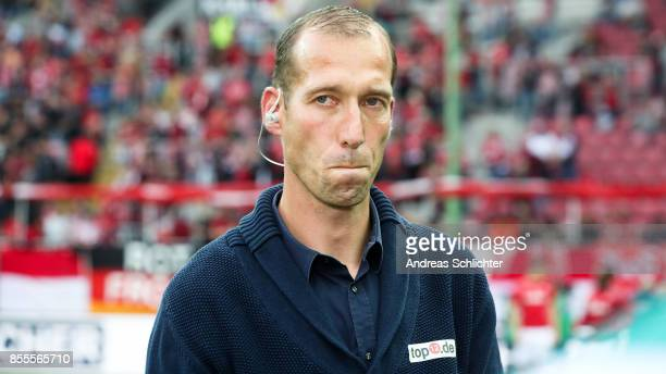 New Coach Jeff Strasser of 1FC Kaiserslautern during the Second Bundesliga match between 1 FC Kaiserslautern and SpVgg Greuther Fuerth at...