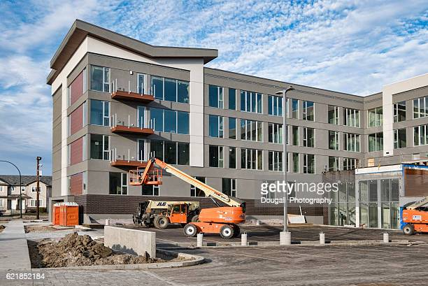 new condominiums under construction in saskatoon - saskatoon stock pictures, royalty-free photos & images