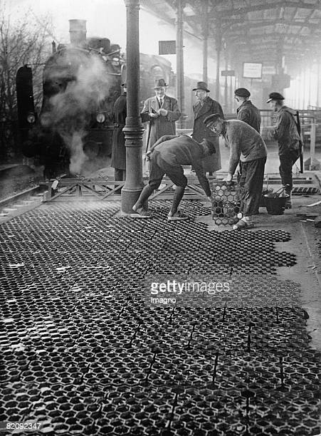 New construction for platforms a platform in BerlinCharlottenburg gets a new covering made of irongrids Photograph Germany Around 1930 [Neue Bauweise...