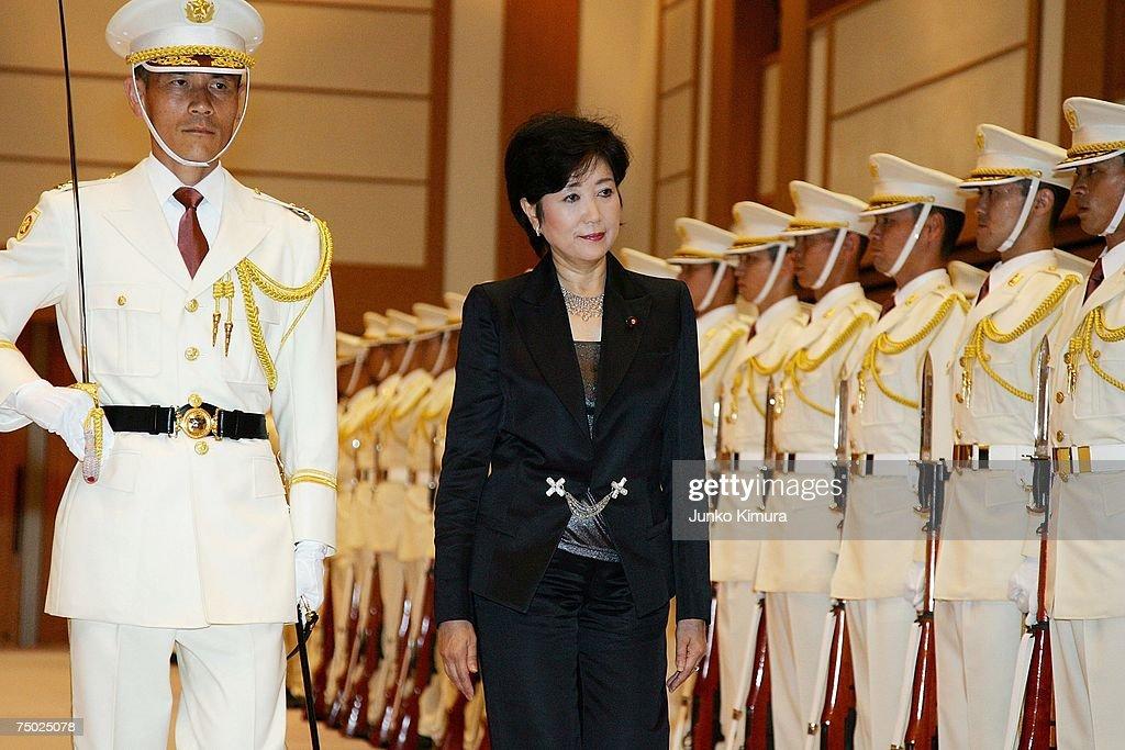 Yuriko Koike Appointed Japans First Female Defence Minister : ニュース写真