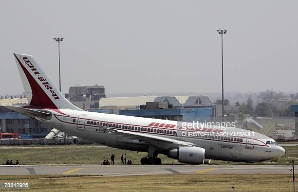 An Air India aeroplane lies on the runway after its nose wheel collapsed, at Indira Gandhi International Airport New Delhi, 09 April 2007. Operations...
