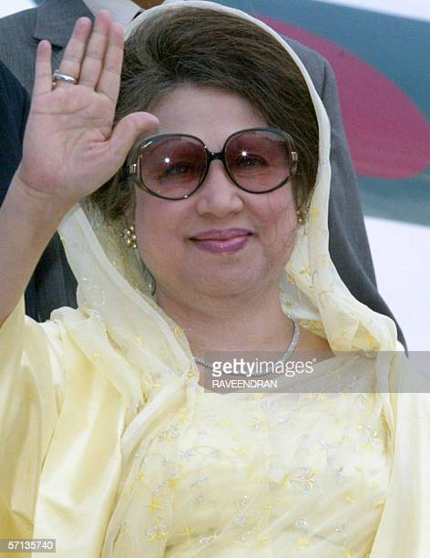 Bangladesh Prime Minister Begum Khaleda Zia waves to photographers upon her arrival at Indira Gandhi International Airport in New Delhi 20 March 2006...