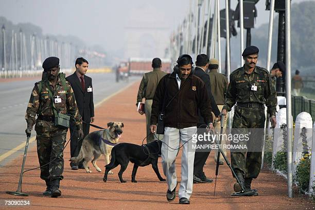 Indian army officers perform security operations on Rajpath in New Delhi 24 January 2007 in preparation for the forthcoming Republic Day celebrations...