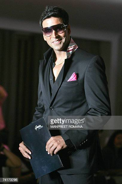 Indian Bollywood actor and Grasim brand ambassador Akshay Kumar poses for a photograph during a press conference in New Delhi 17 May 2007 Grasim...