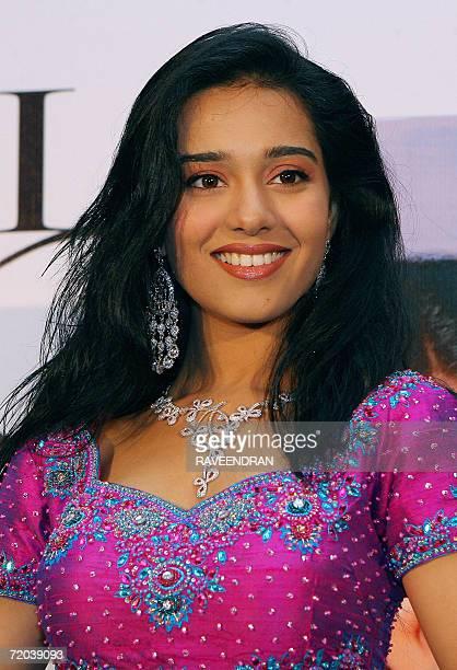 Indian film actress Amrita Rao wears a D'damas diamond necklace during the launch of D'damas' Vivaaha Diamond Jewellery in New Delhi 29 September...