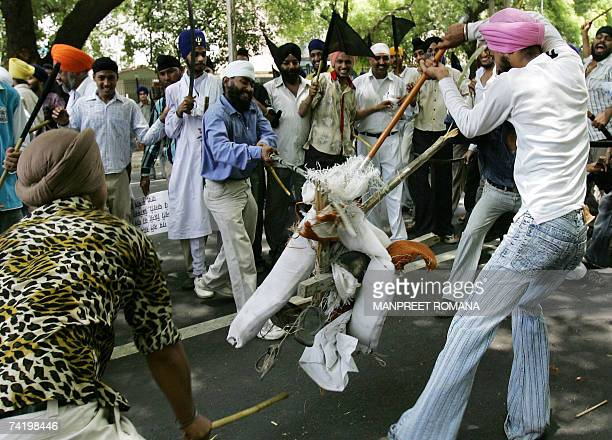 Indian Sikhs beat an effigy of the chief of the religious sect Dera Sacha Sauda , Gurmeet Ram Rahim Singh during a protest in New Delhi, 20 May 2007....
