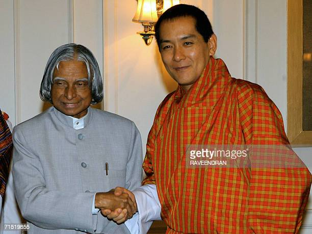 King of Bhutan Jigme Singye Wangchuck shakes hands with Indian President APJ Abdul Kalam during a meeting at the Presidential Palace in New Delhi 26...