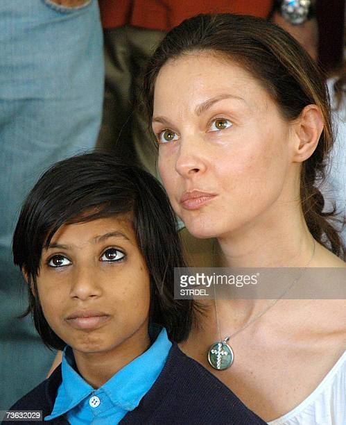 US actress Ashley Judd board member of Population Services International visits the communitybased women's organisation Apne Aap in New Delhi 19...