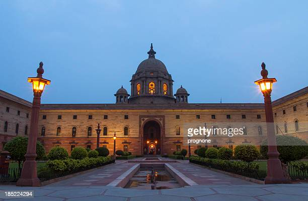 new delhi president house at night - rashtrapati bhavan presidential palace stock pictures, royalty-free photos & images