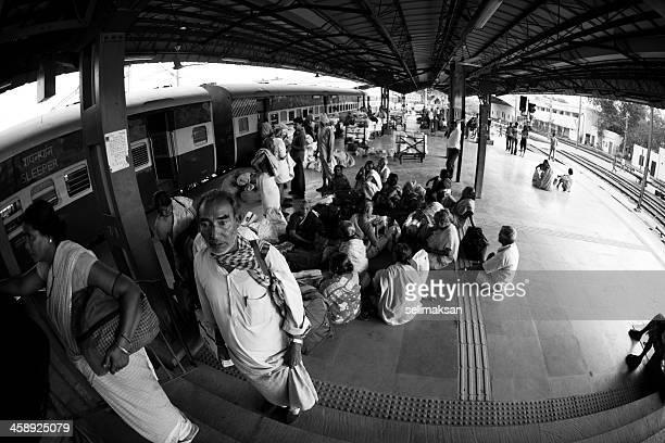 La estación de tren de Nueva Delhi, India
