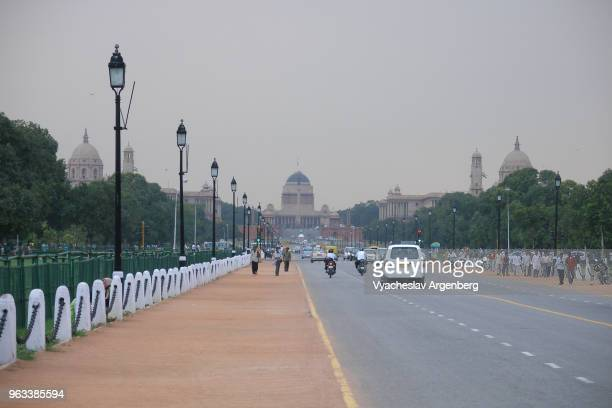 "new delhi, rajpath (kingsway), ""ceremonial axis"" of new delhi, india - argenberg stock pictures, royalty-free photos & images"
