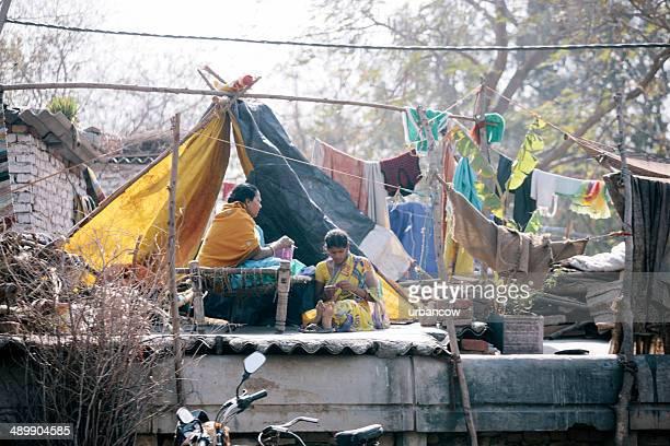 new delhi slum - indian slums stock pictures, royalty-free photos & images